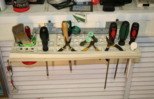 Перечень инструментов для изготовления полок достаточно обширный