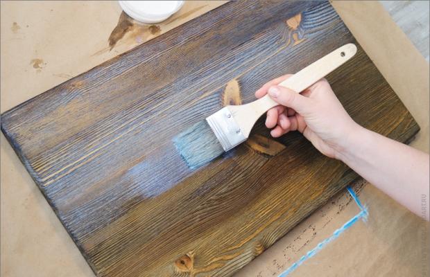 Многослойное окрашивание превращает мебель из дерева в настоящий антиквариат