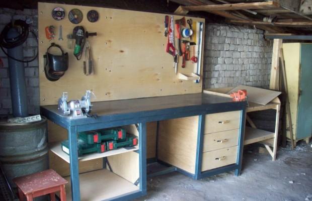 Верстак – это основное рабочее место хозяина гаража