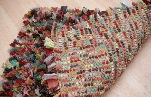 Для вязания пушистых ковров потребуется специальная сетка
