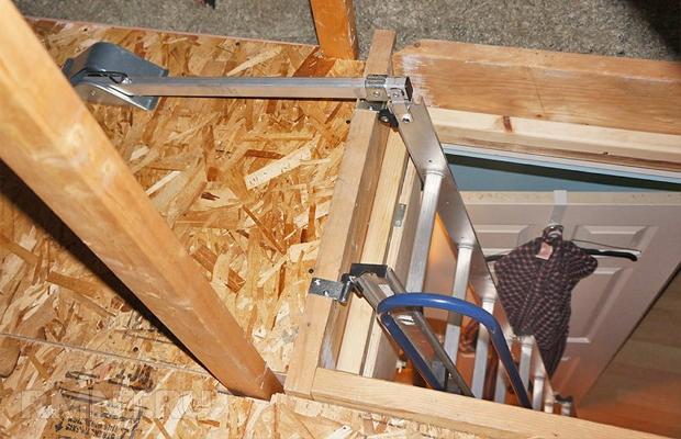 Удобство эксплуатации мансарды во многом зависит от конструкции лестницы