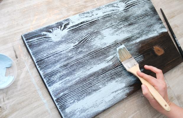 После нанесения, краске нужно дать время подсохнуть