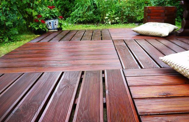 Беседки с деревянным полом категорически не рекомендуется строить с неполной крышей