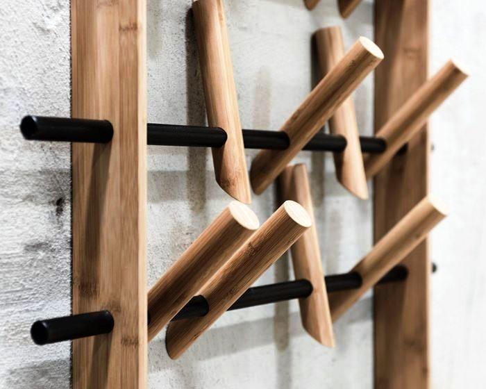 Вешалка для одежды из дерева