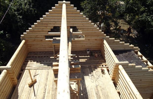 Возведение двухскатной крыши дома из бруса