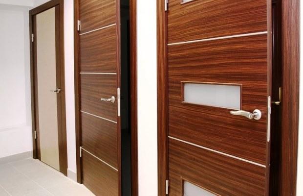 Грунтованные мазонитовые двери — оптимальный вариант для желающих сэкономить на ремонте
