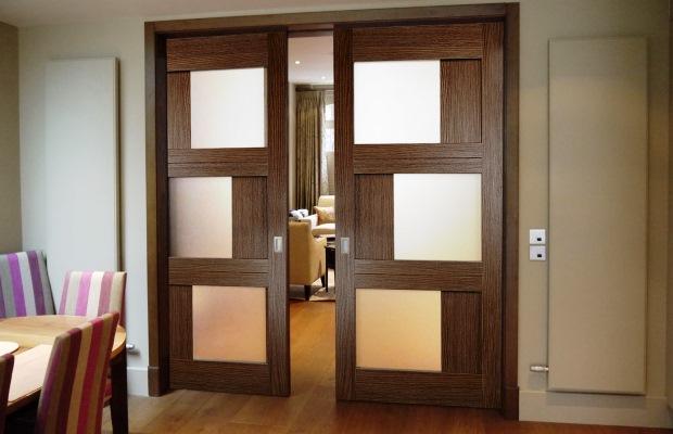 Для установки дверей раздвижного типа монтаж дверной коробки вообще не требуется