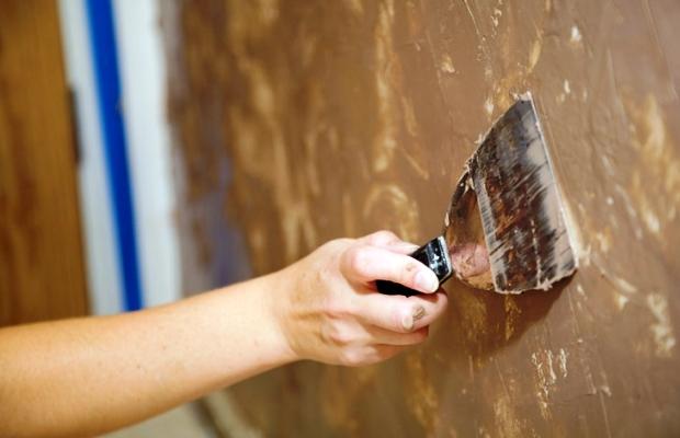 Единственным отрицательным качеством фактурных красок можно назвать затрудненный влагообмен стен