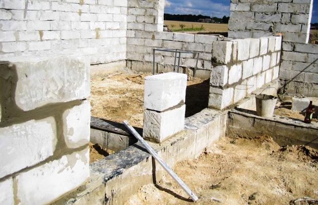 Ещё до начала возведения, в проекте определите толщину будущих стен