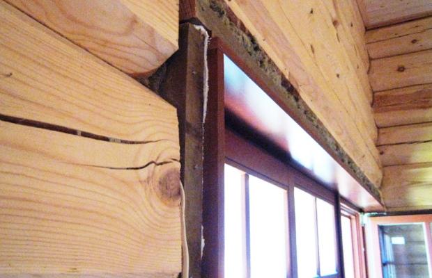 Короба с наличниками лучший вариант, чтобы сохранить оконную раму и тепло в доме