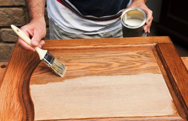 К окрашиванию следует переходить только после удаления старого лакокрасочного покрытия