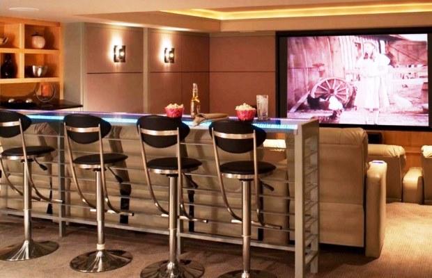 Лучшее, что вы можете добавить - линию светодиодной подсветки и ряд комфортных стульев в барном стиле