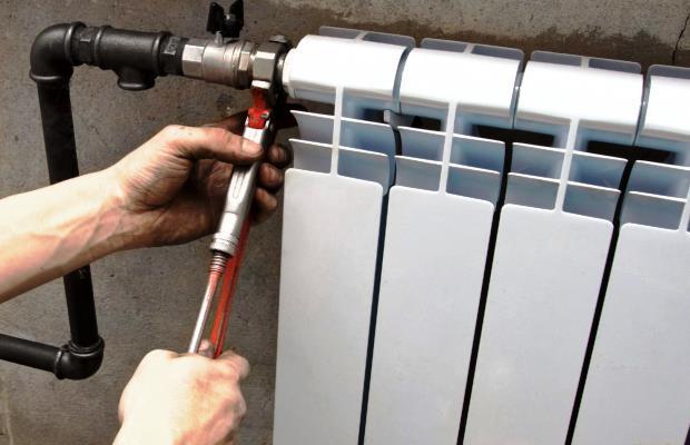 Одна из главных причин слива теплоносителя - необходимость ремонта или замены батарей