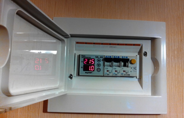Основная функция реле напряжения - контроль напряжения сети и передача сигнала о выходе из диапазона на автоматы