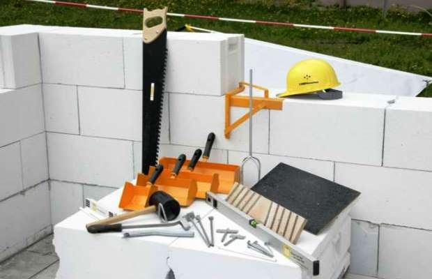 Пеноблок хорошего качества и наличие необходимого инструмента — все что нужно, чтобы приступить к строительству