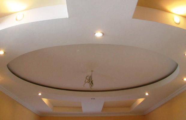Потолки из гипсокартона позволяют воплощать любые формы и завитки