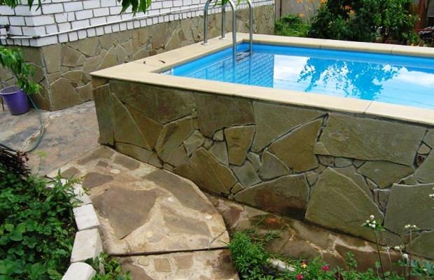 При изготовлении каменных и бетонных плавательных сооружений следует запастись терпением и сноровкой