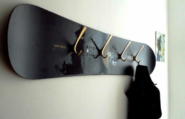 Простейшим примером вешалки является продольная перекладина с закрепленными крючками
