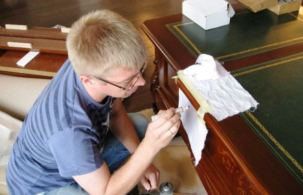 Профессиональная реставрация сколов и других дефектов на мебели