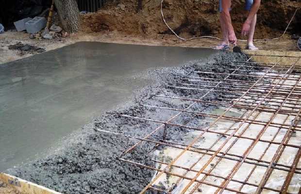 Сетка из арматуры, цемент - вот основные составляющие нашего будущего потолка