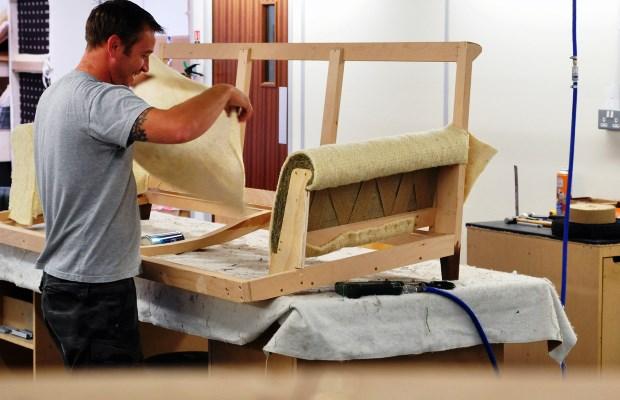 Текстильная обивка деревянной мебели