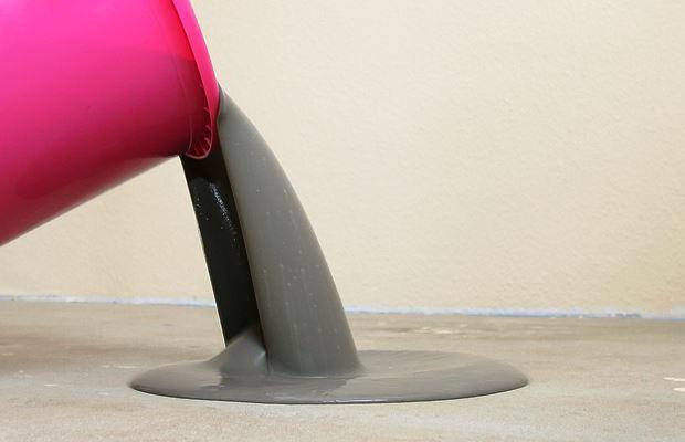 Текстура смеси для наливки пола должна получиться гладкой и однородной