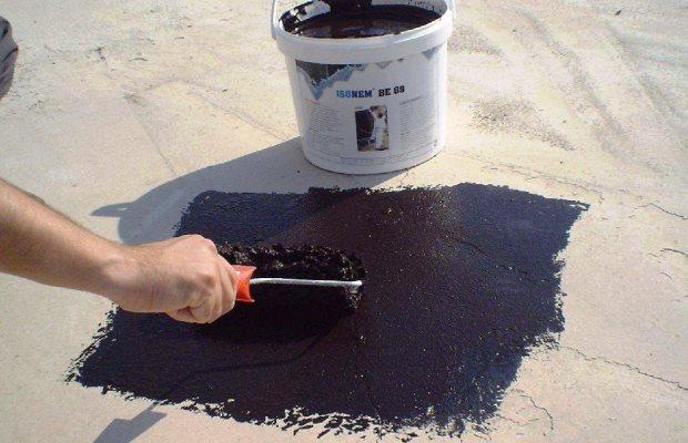 Убираем щели, применяя гидроизоляцию на основе смол