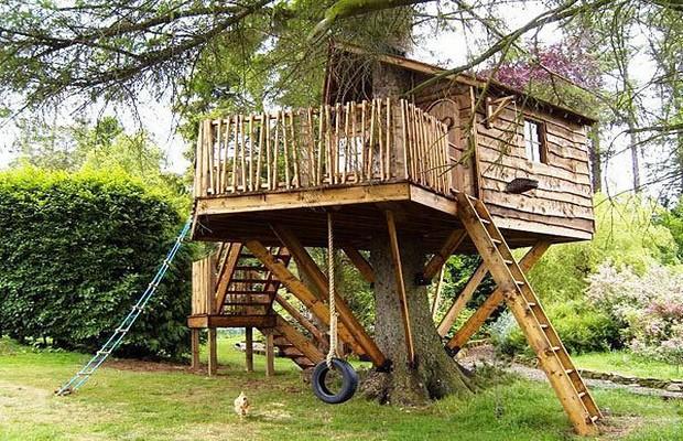 Дом из дерева для детей