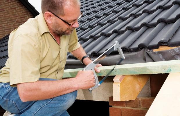 Делаем водостоки крыши самостоятельно