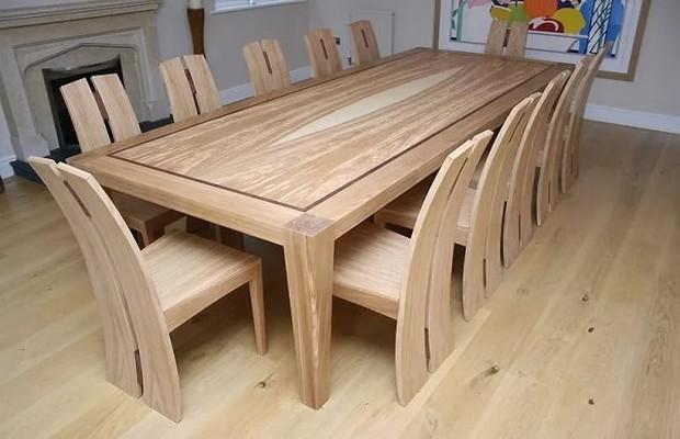 Простой деревянный стол