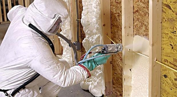Пенополиуретан эффективно утепляет стены