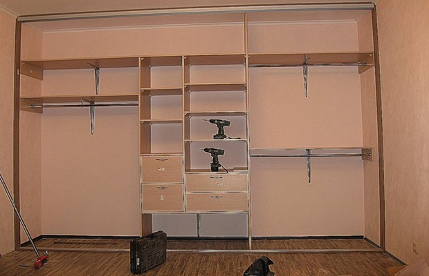 Варианты наполнения шкафа