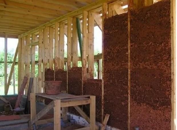 Утепляем дом с помощью глины и опилок