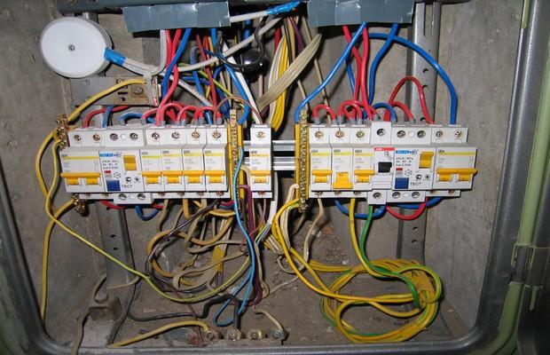Подключение кабелей к щитку