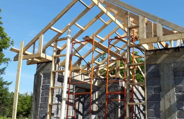 Одним из достоинств домов из шлакоблоков является простота строительных работ