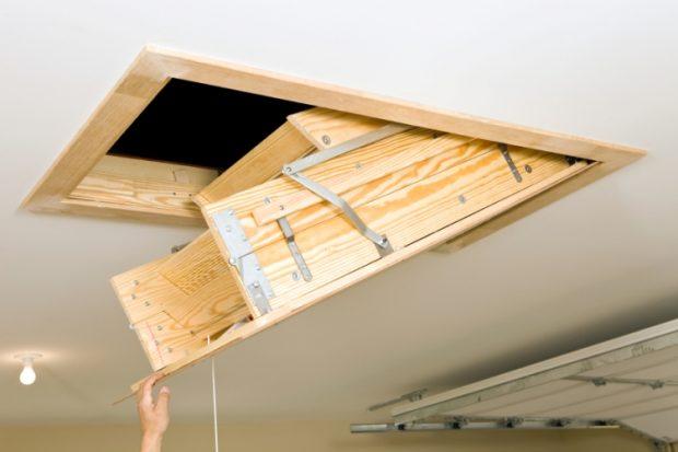 Встроенная лестница в люк на потолке