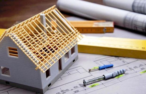 После получения разрешения на строительство можно приступать к строительству дома