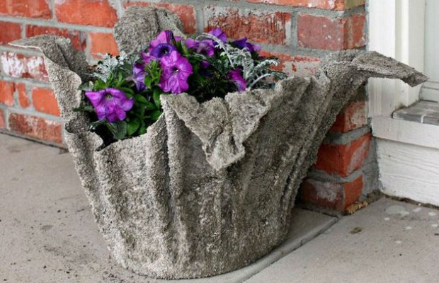 Цемент превращает обычную тряпку в причудливый цветок