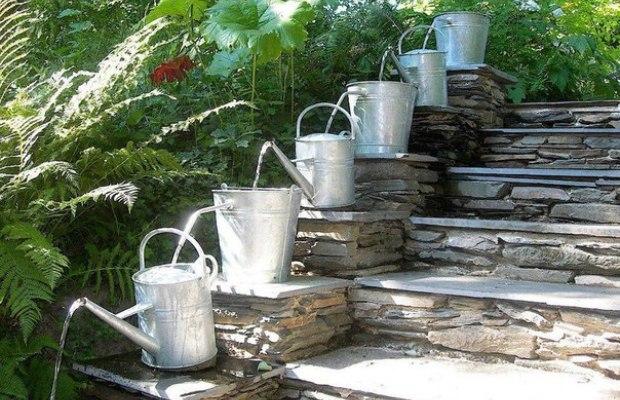 Оригинальный вариант фонтана, работающего самотеком, который легко выполнить самостоятельно