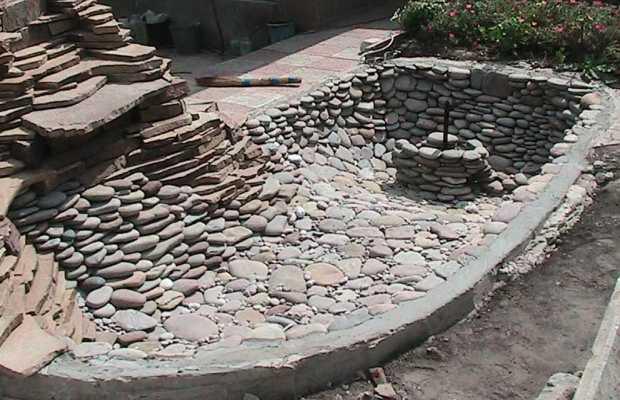 Чашу можно декорировать большими камнями