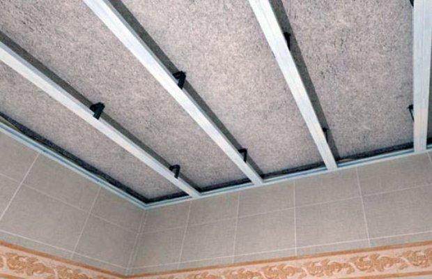 При монтаже потолка первым делом сооружают каркас