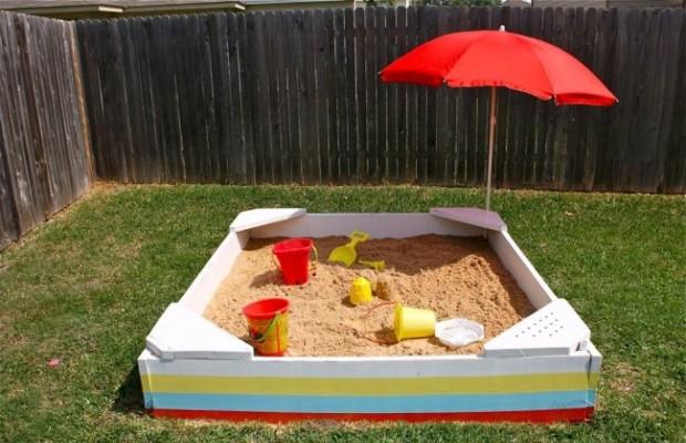 Легче всего сделать песочницу из дерева