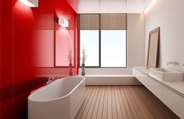 Стеклянные стеновые панели позволяют эффектно оформить ванную комнату