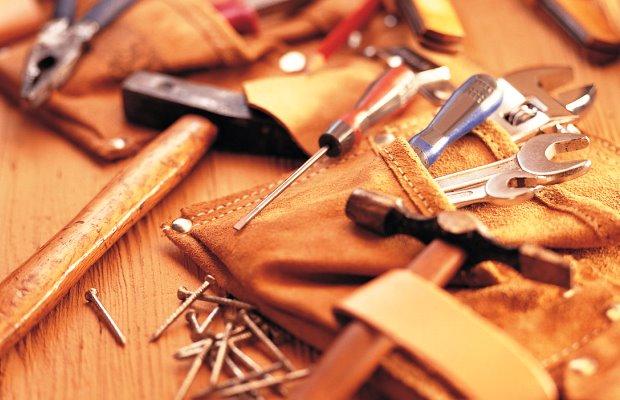 Для изготовления нам понадобится максимально широкий арсенал столярных и измерительных инструментов