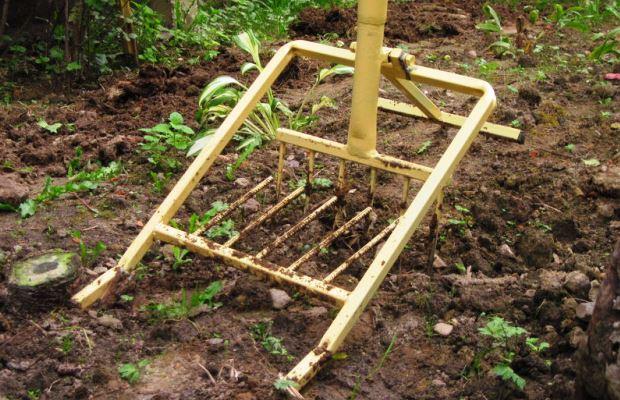 Первоначальная позиция лопаты - вертикальное положение