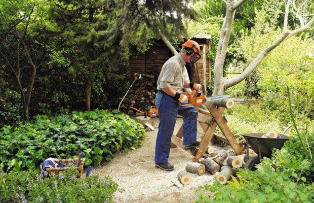 Мощность – основной показатель, который влияет на возможность распилить дерево, глубину распиловки и ее скорость