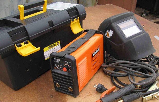 Для бытового использования в условиях дачи или загородного дома, оптимальным выбором является инверторный сварочный аппарат