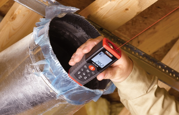 Профессиональные дальномеры позволяют выбирать систему измерений, оснащены отражающими панелями, проверяющими полученные результаты измерений, индикаторами заряда батарей, а также обладают другими преимуществами