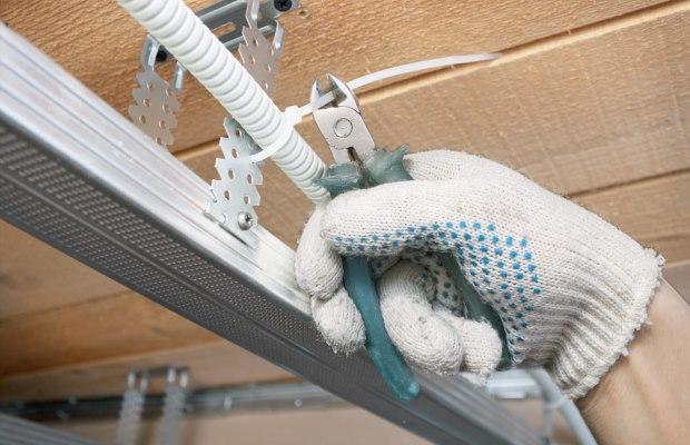 Особое внимание следует уделить правилам, затрагивающим проблему прокладки электропроводки, выбора и монтажа электрического оборудования