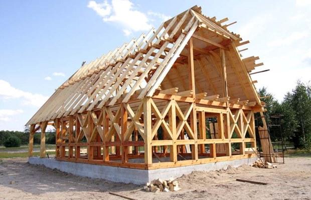 Если вы хотите получить потрясающего вида крышу и готовы к большому объему работ по её возведению, то четырехскатная крыша - это ваш вариант
